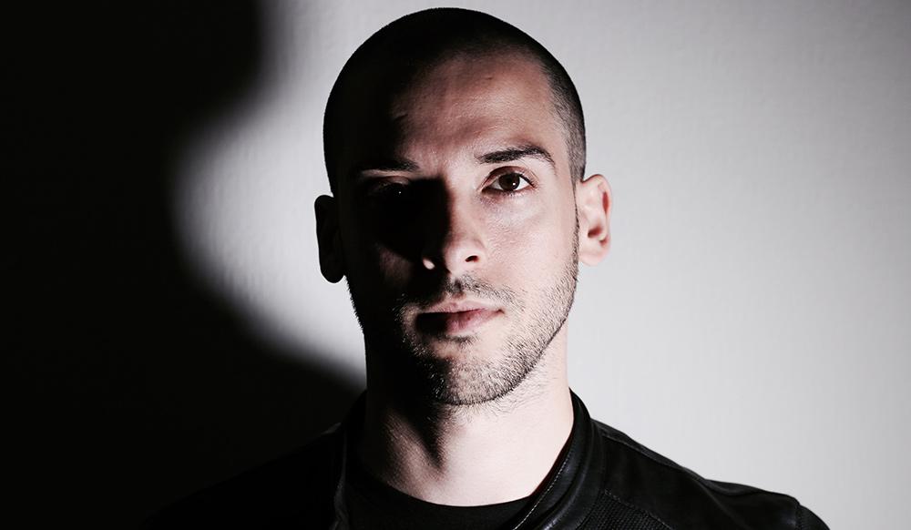Premiere: Jason Fernandes - Portals